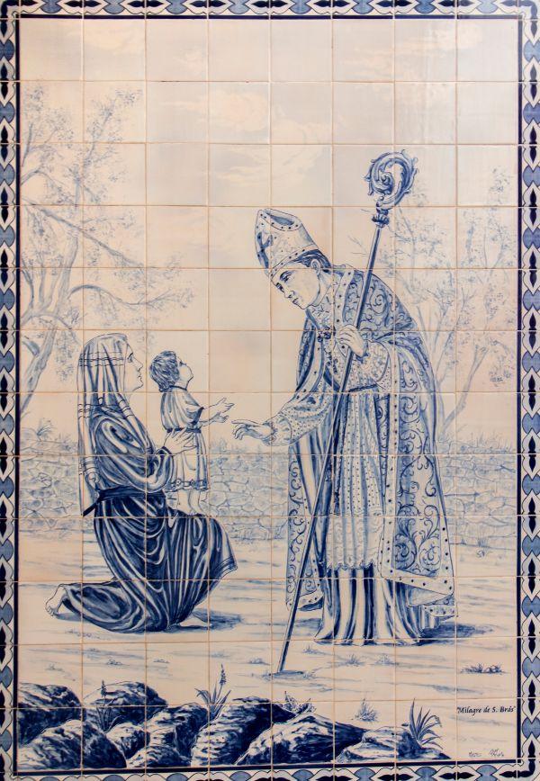 Mural de azulejos ilustrando São Brás
